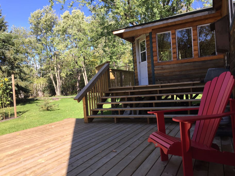 Private side deck off the common room with view of boardwalk to beach!