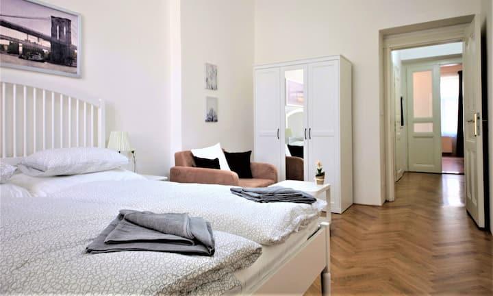 2-Bedroom Comfortable Apartment, Subway Prague 6