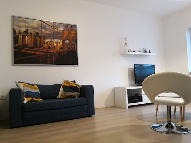Trade fair/airport, neu 3 room apartment + balcony