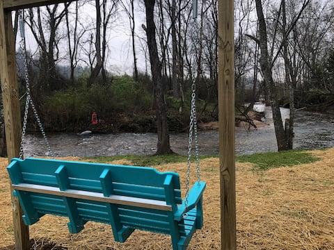 March Openings! Creekside, Pet friendly