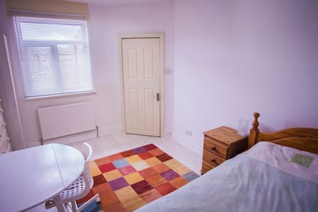 A large, quiet and clean room in a spacious house. - Wigan