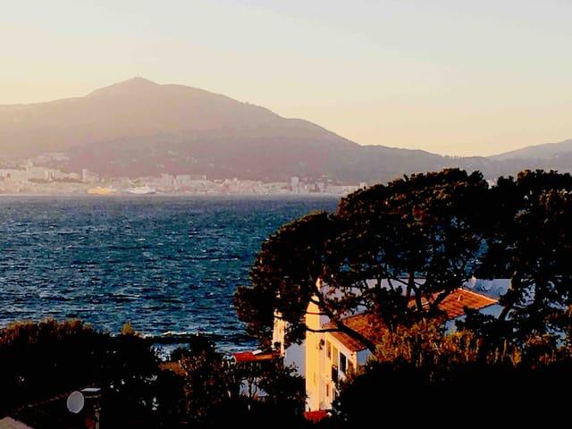 T1 Bis vue Mer sur le golfe d Ajaccio