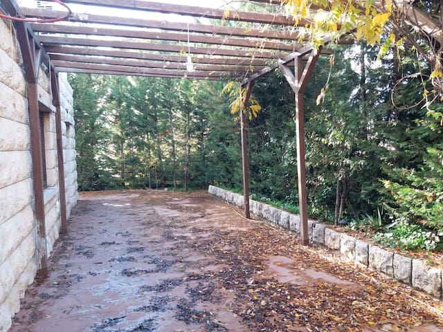 Baabdat cosy home with a garden & private parking