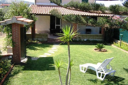 Villa lungomare Campofelice di Rocella - Solfarelli