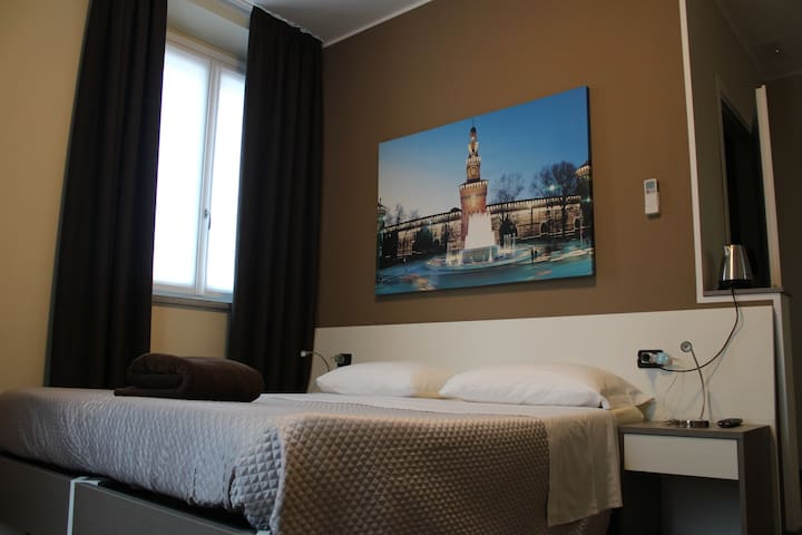 Simple,Clean and Comfortable Rooms - Milán - Bed & Breakfast