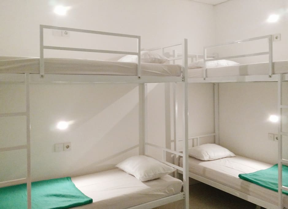 Shared Bedroom with maximum 4 beds (bunk-bed) each room with air conditioner and lockers