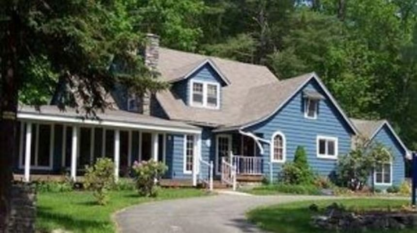 Skytop Manor (Sleeps 22) - Cresco - House