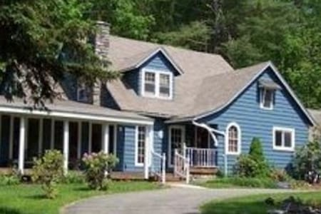 Skytop Manor (Sleeps 22) - Cresco