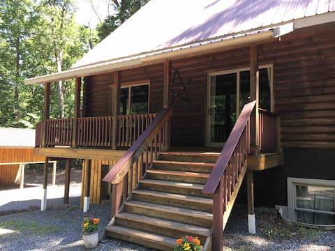 Anna Gölü'nde Rahat Sessiz Kütük Kulübesi (Halka Açık)