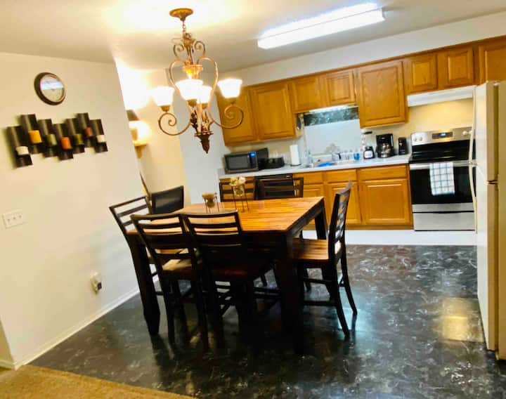 Spacious duplex/Bike trails&Wood's 1 Mile 2 Square
