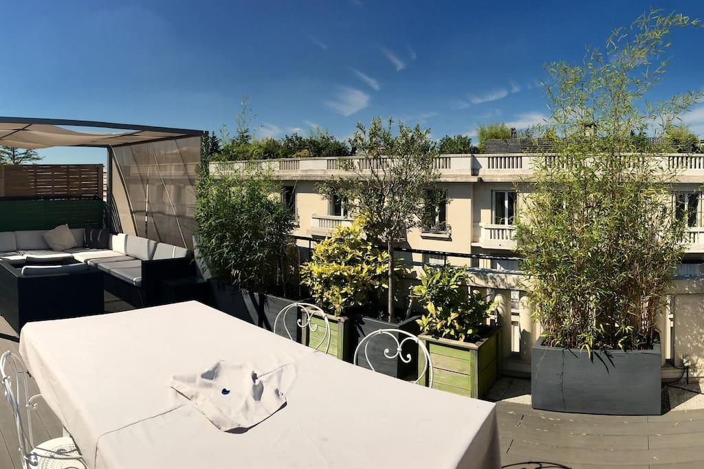 splendid 2 bedroom loft with rooftop appartements louer paris 16e arrondissement le de. Black Bedroom Furniture Sets. Home Design Ideas