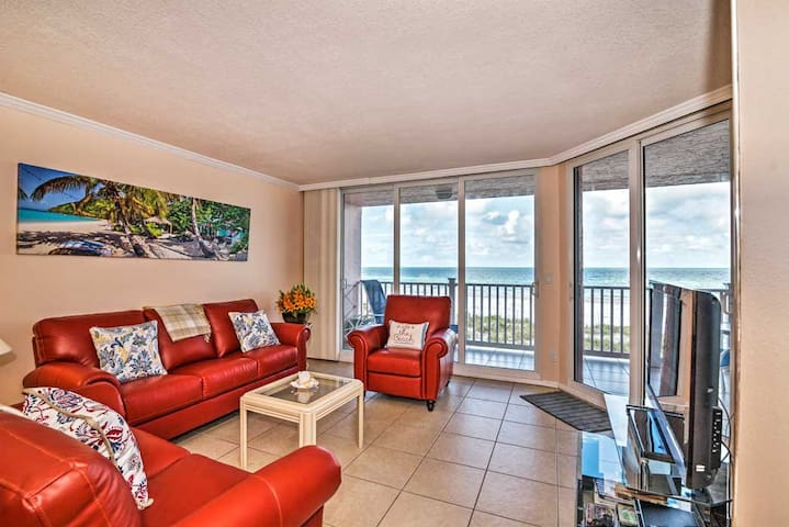 Oceanfront Condo for Beach Lovers