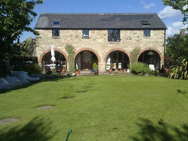 detached barn conversion 3 bed - Sunderland
