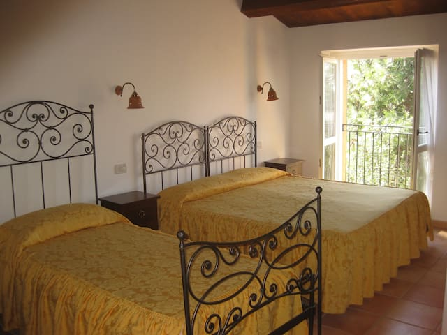 camera tripla - Mombaroccio