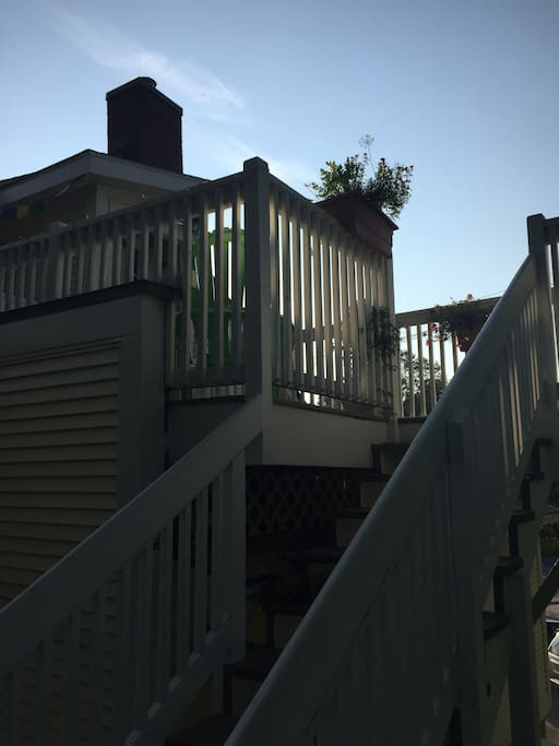 Top floor of charming and very cute house in the heart of Middlebury.