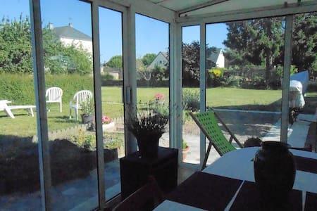 Charming house with spacious garden - Reihenhaus