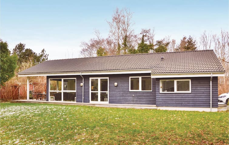 Holiday cottage with 4 bedrooms on 109m² in Vejby