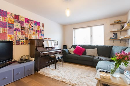 Room in cosy house - West End - Dundee