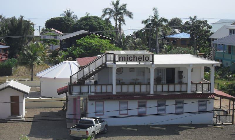 Michelo's fuchsia suite