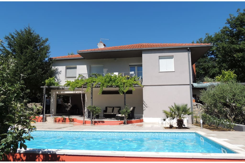 Amazing Villa Marija With Swimming Pool Houses For Rent In Naklice Omi Splitsko