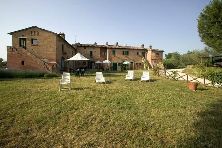 In antico casale a 5 km da Siena - San Rocco - Flat