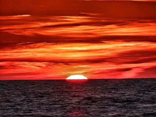 Un meraviglioso tramonto sul mare di Sabaudia