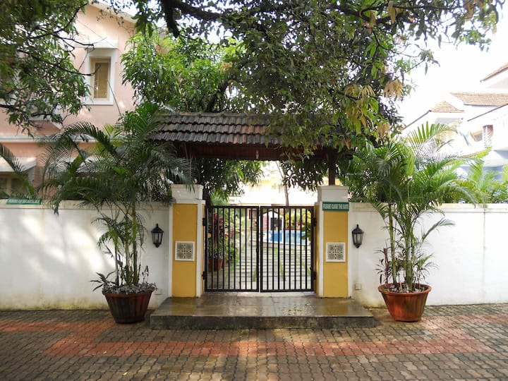 Goan Courtyard- Poolside Studio Apartment