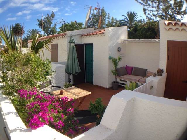 House with roof terrace - 200 mtrs to the beach - Adeje - Huis