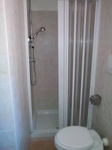 ... con doccia
