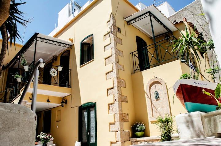 The Boatyard luxury 2 bedroom apartment Aegina