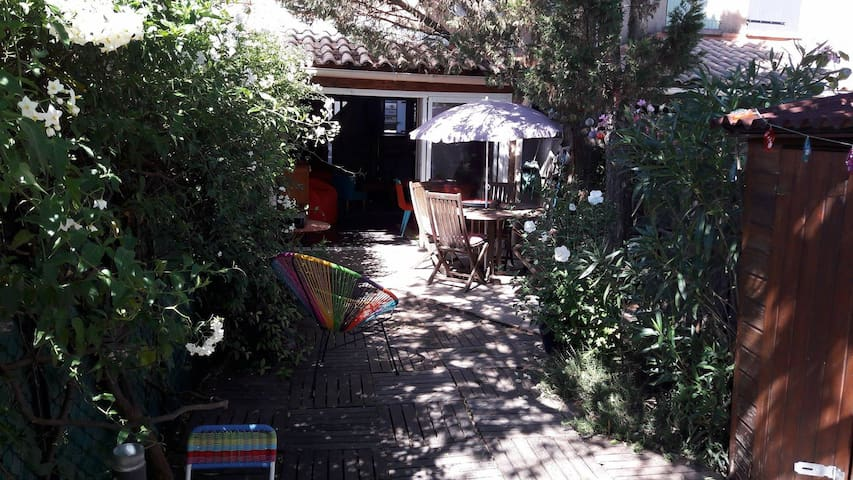 Maison avec jardin dans une résidence