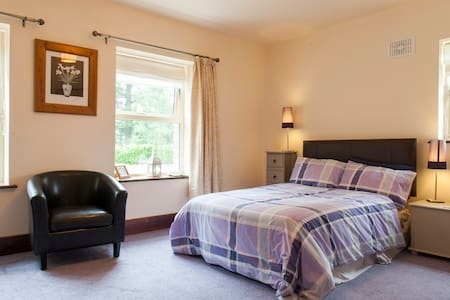 Perfect location to explore Meath, triple room - Kilmessan