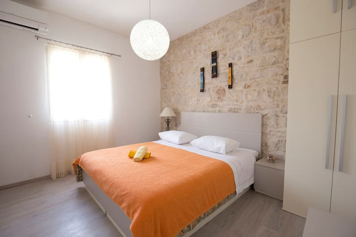 Modern Ensuite room in the center of Vis town (1)