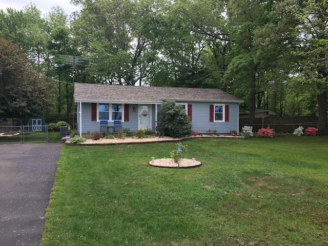 Entire Home in Quiet Country Setting, Dover, DE