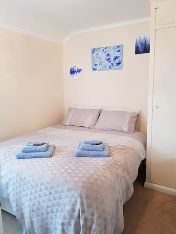 Cosy double with king bed, could be 2 single beds