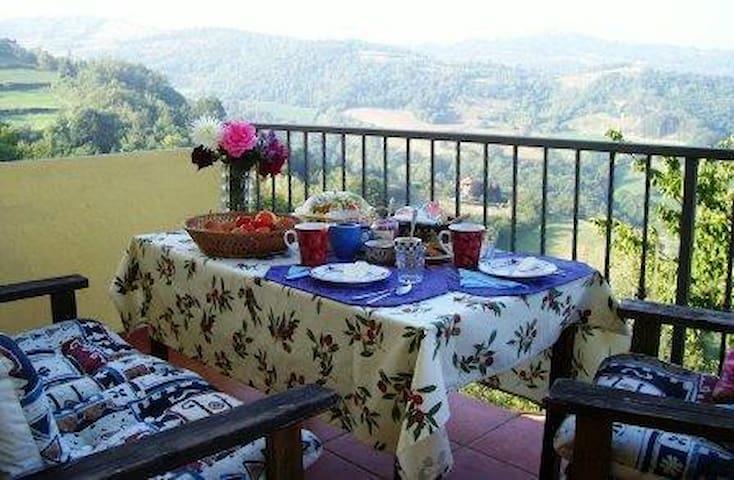 Agriturismo biologico a Roccaverano - Roccaverano - Bed & Breakfast