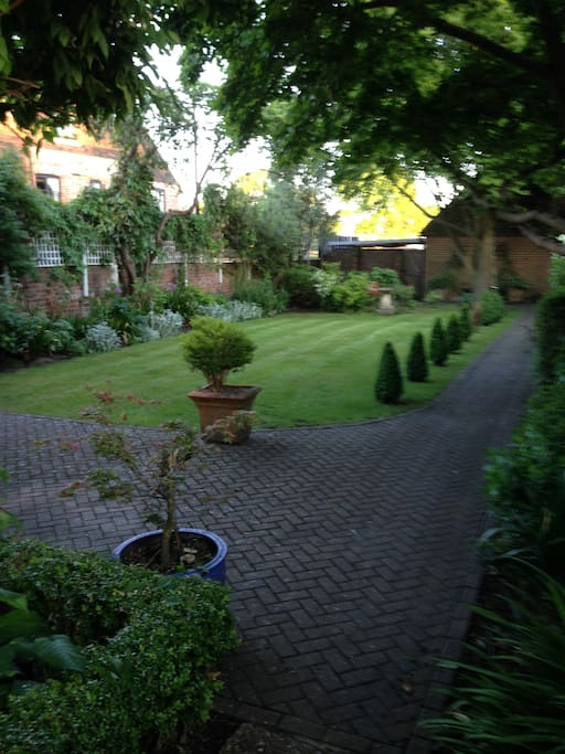 Enjoy peace and tranquility in the secluded garden of Saddlers house, located right in the centre of the bustling Market Town of Petworth