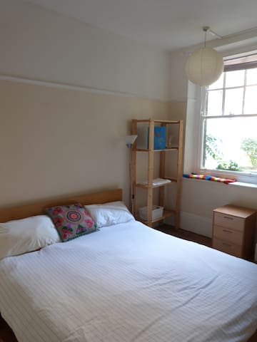 Home from Home in lively Chiswick - Chiswick - Bed & Breakfast