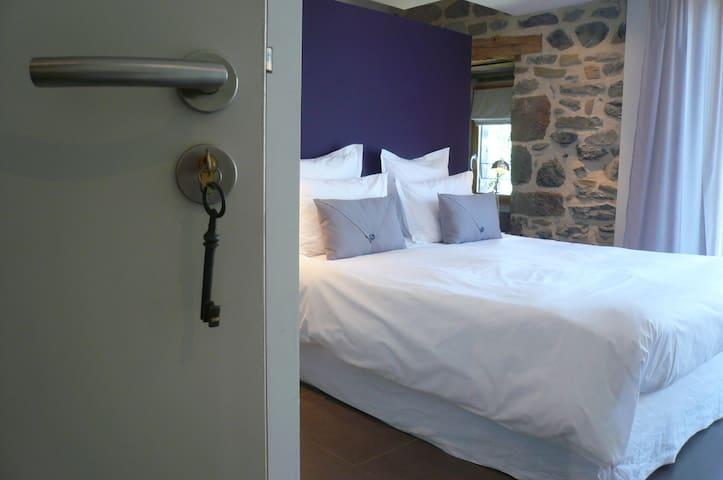 Chambre: Couleur Caprice - Laguiole - Bed & Breakfast