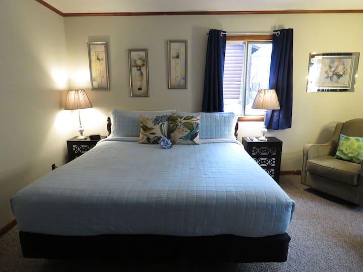 14 - Family Duplex Cabin w/ 1 King Bed - Tall Pines Inn