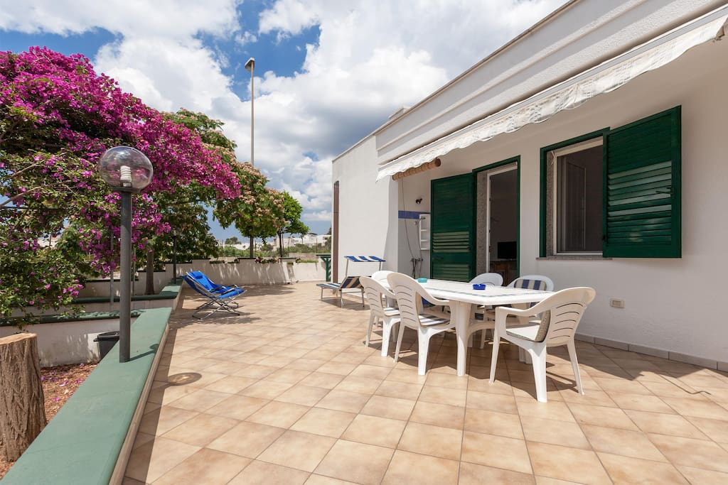 502 casa con giardino vicino al mare a torre vado case in affitto a torre vado lecce italia - Casa con giardino milano ...