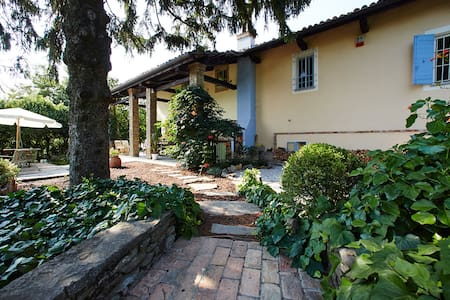 A restored old cascina on the hills between Canelli and Nizza Monferrato, Alle Rive BnB offers a double-bedded room and private bathroom with shower; cradle or child bed also available. Garden, porch and deck available for guests to enjoy the season.