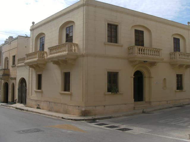 A town house in Xewkija.