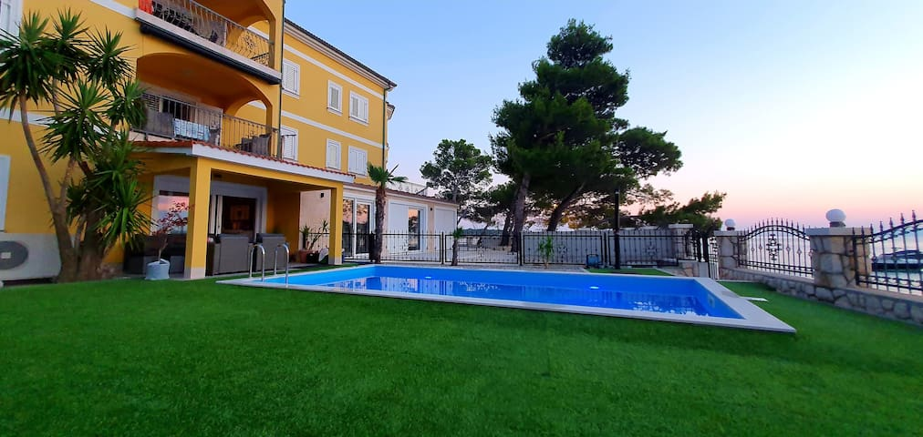 Apartment 2 in Villa Petrac with pool and garden