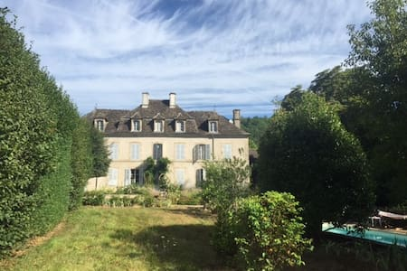 Old mansion in Dordogne valley - Monceaux-sur-Dordogne - 一軒家