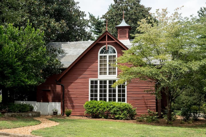 Charming Carriage House- 2 bedrooms, 2 bathrooms