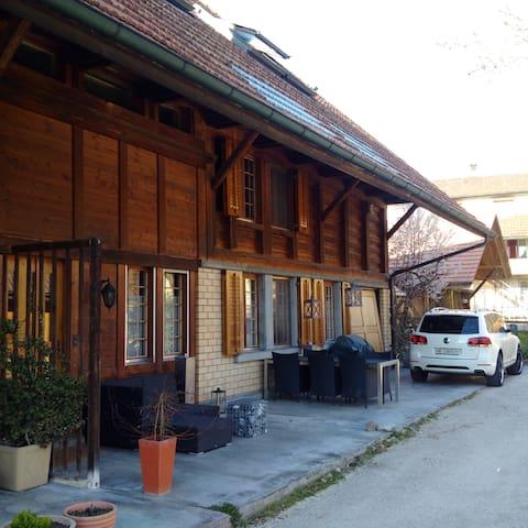 grosszügiges Zimmer mit über 20m2 - Urtenen-Schönbühl - Bed & Breakfast