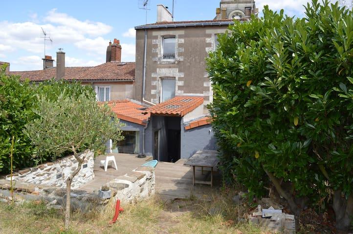 Maison de bourg, en bord de Loire - Drain - House