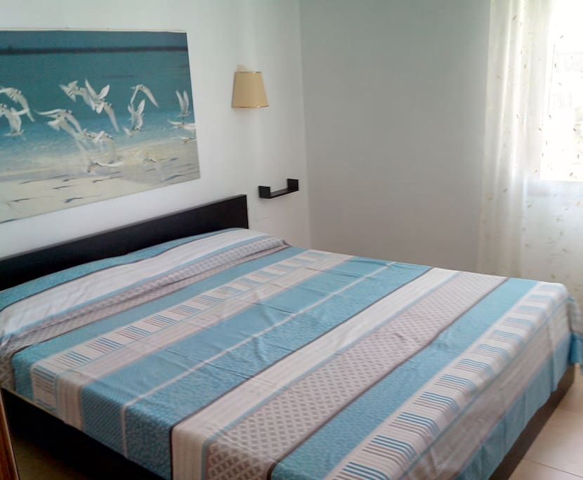 BEDROOM AT THE GROUND FLOOR WITH KINGEXTRA SIZE ( 200CM ) BED