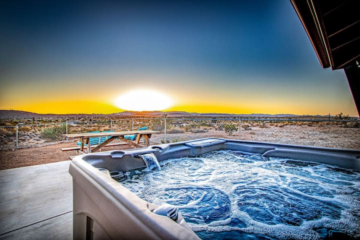Hillside Haven - Endless Views with a Hot Tub!